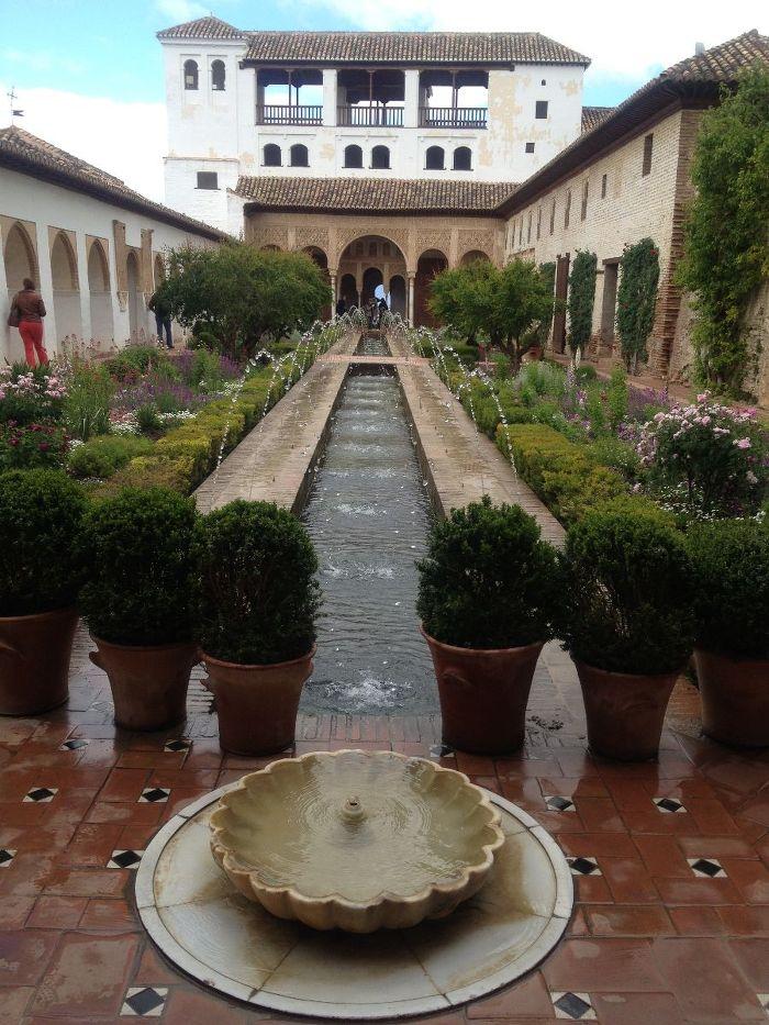 알함브라 중간 정원의 분수